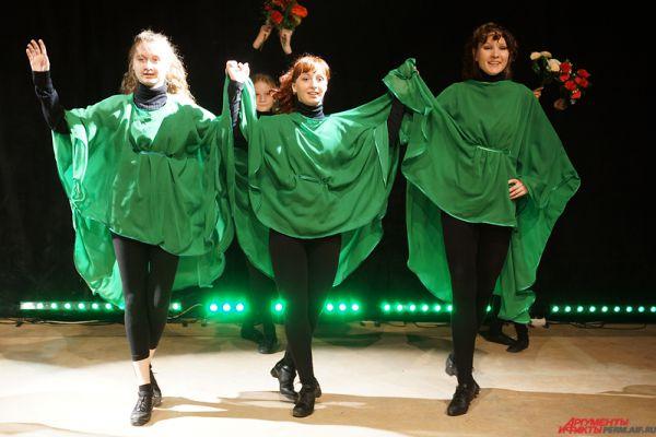 По словам руководителя труппы Ольги Евстратовой, непосредственно сама программа родилась два месяца назад. «Своим шоу мы хотели раскрыть всю широту, мощь и многогранность ирландского танца, показать разные стихии и характеры, присущие ирландским пляскам», - отметила она.