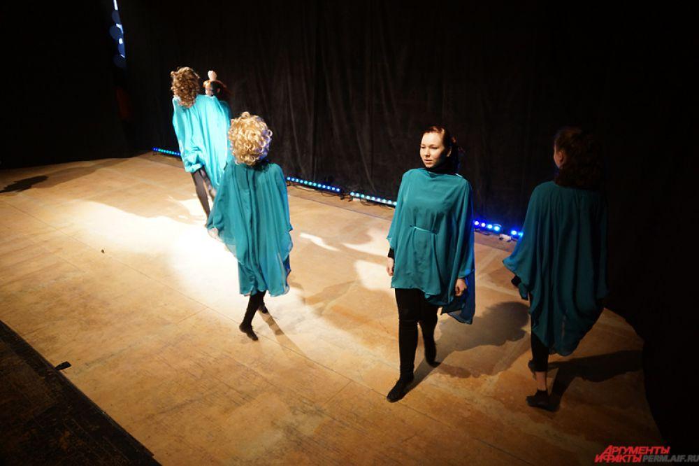 Красочное шоу в честь знаменательного события устроила академия ирландского танца «Иридан». Выступление творческого коллектива называлось «Рождение Вселенной».