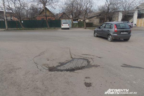 Ямы на дорогах частного сектора Краснодара.