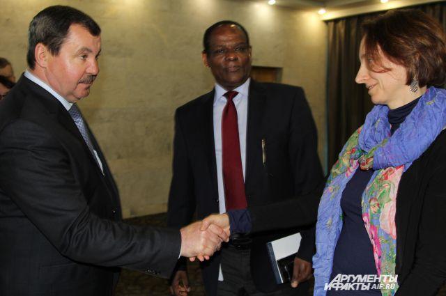 Сергей Бондарев представителю делегации ОНН: «Соотечественникам будем помогать столько, сколько нужно!»