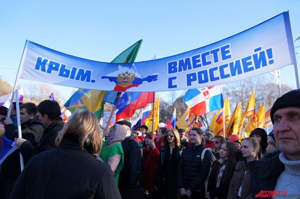 Основные лозунги: «Крым вместе с Россией», «Путин – спаситель Крыма и Севастополя», «Крым – это Россия» и многие другие.