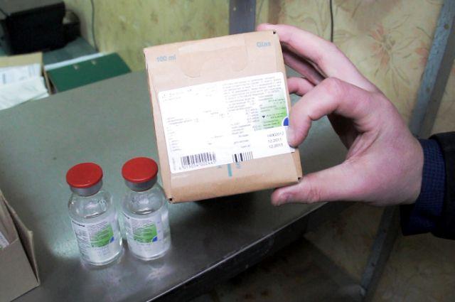 Полицейские изъяли 260 флаконов с просроченным лекарством.