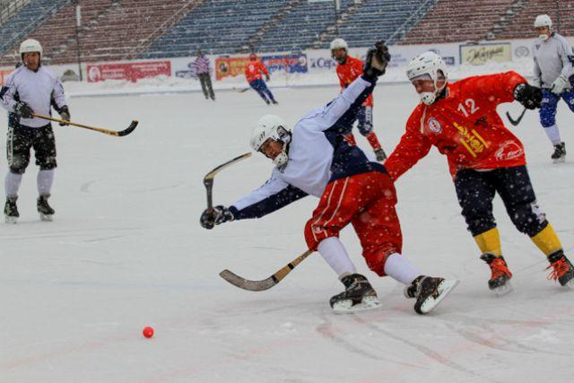 Монгольские хоккеисты шли напролом.