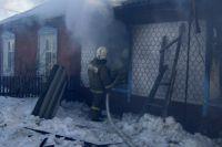 Пожар возник в одной из квартир двухквартирного дома.