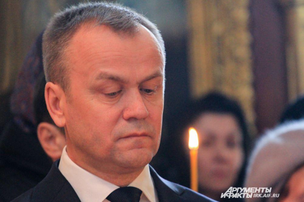 На панихиде присутствовали первые лица области. Губернатор Сергей Ерощенко произнес речь.