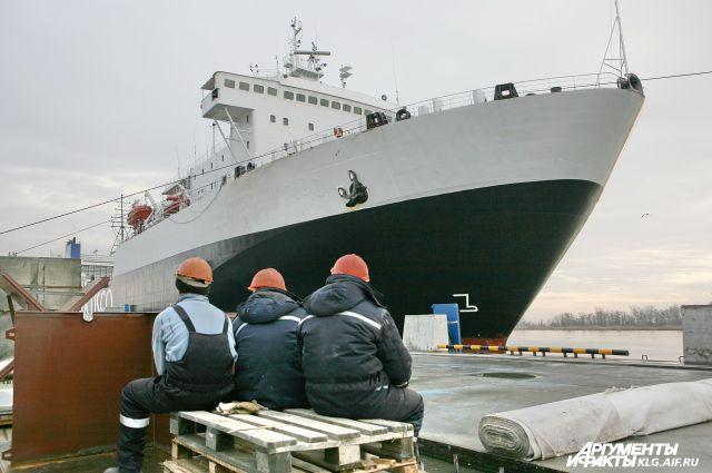 Работники портов рискуют остаться без работы.