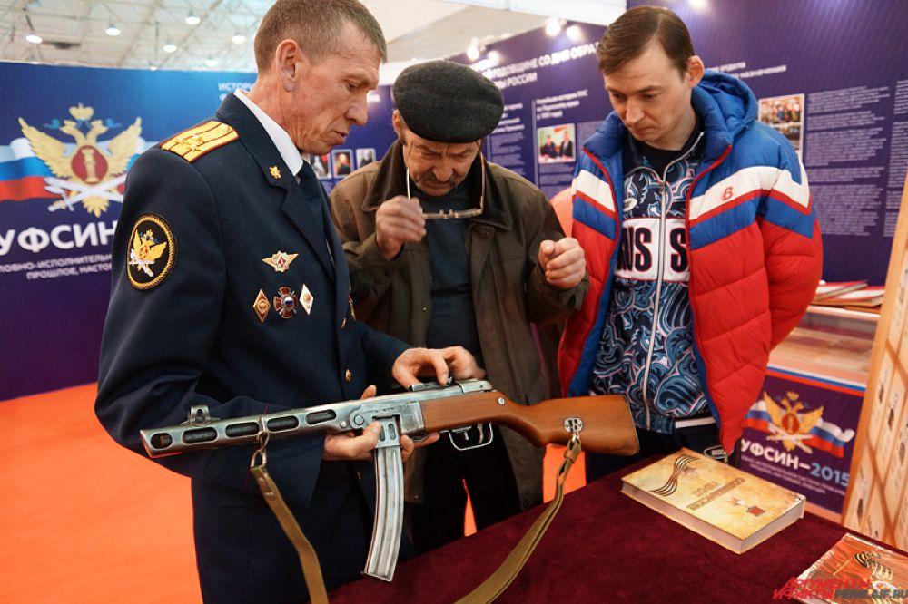 Отдельный стенд посвящен истории пермского ГУФСИНа.