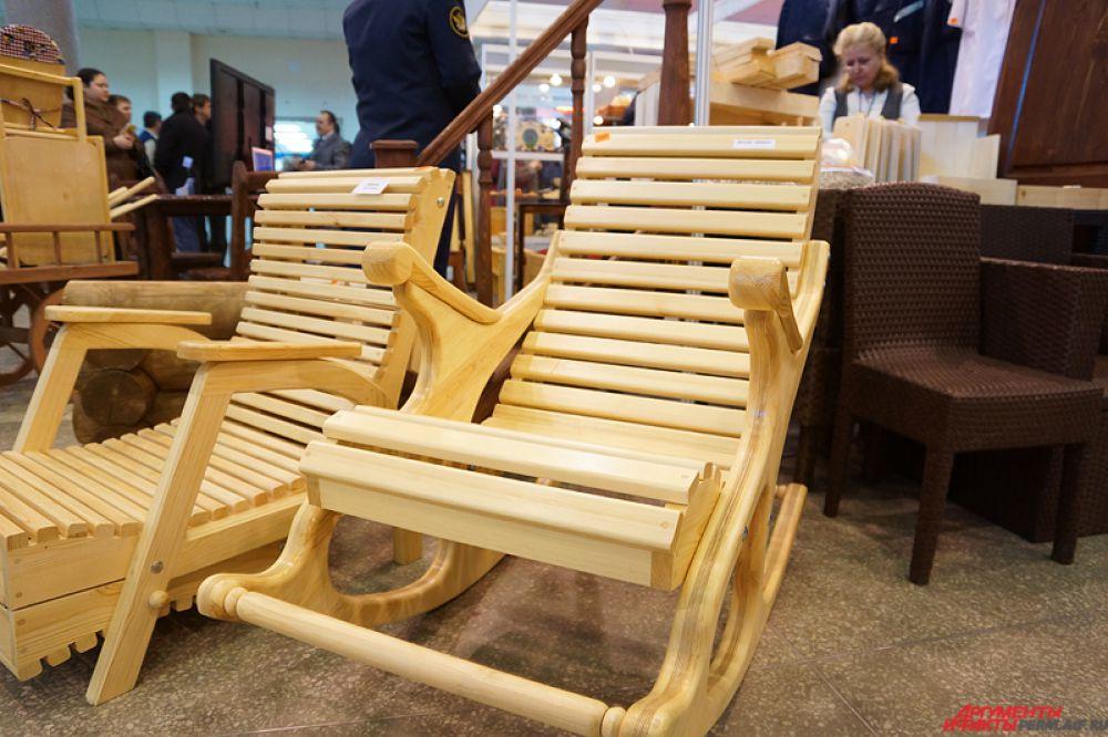 А кресло-качалка продается за 5 тысяч рублей.