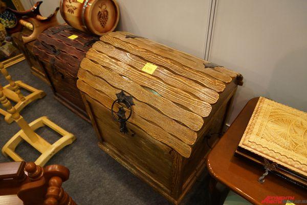 Так, деревянный сундук стоит 6100 рублей.