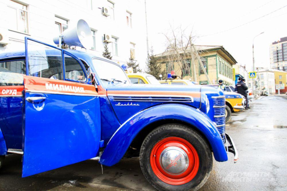 Москвич 50-х годов неизменно вызывает восторг у публики.