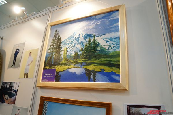 На выставке можно приобрести и картины художников-осужденных.