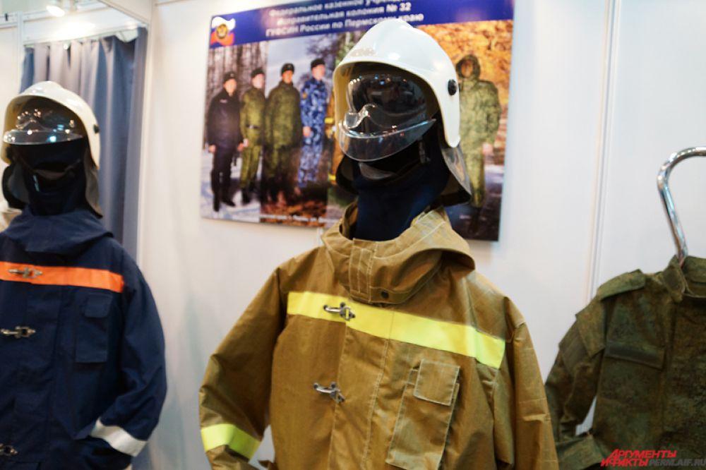 Осужденные производят одежду для пожарных, полицейских и солдат.