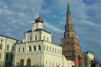 """Духосошественская церковь и """"падающая"""" башня Сююмбике"""