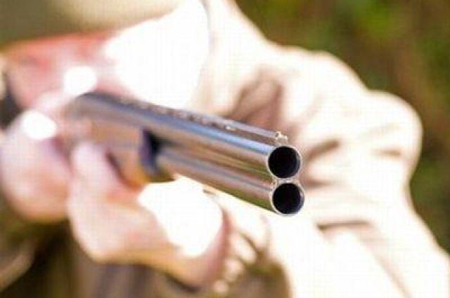 Омич выстрелил во вселяющегося соседа из ружья.