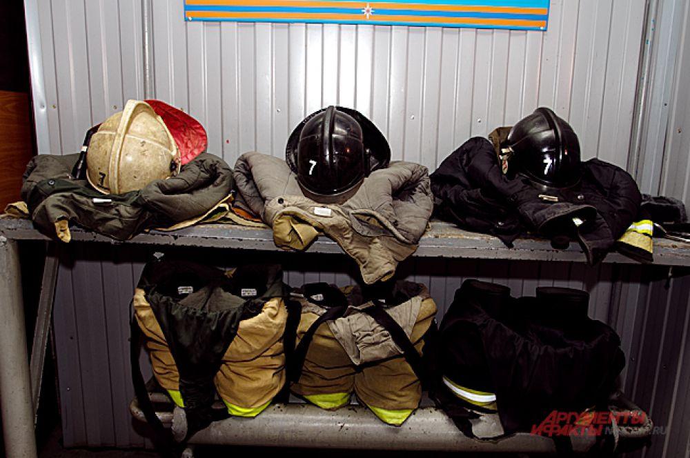 Снаряжение для выезда у пожарных всегда готово.
