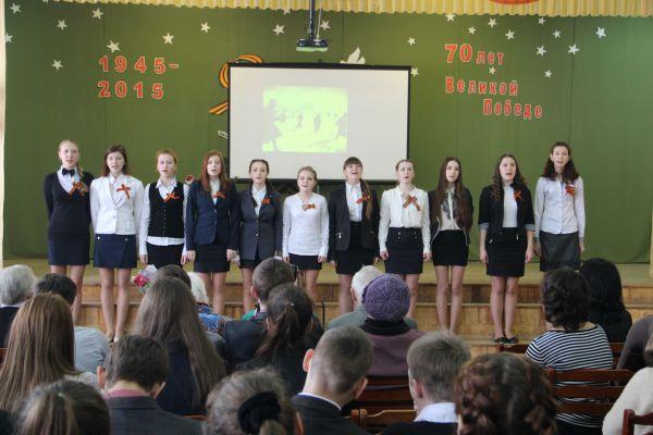 Песню о войне девочки спели так, что в зале плакали.