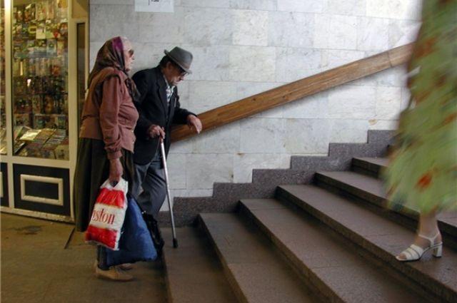 Пожилого человека выгоняют из дома дом престарелых новый век