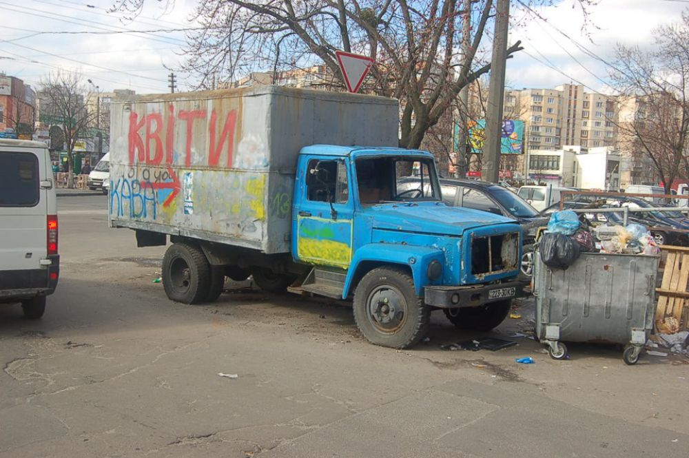 Заброшенные машины на территории Киева