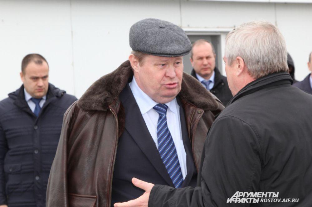 Полпред президента в ЮФО Владимир Устинов и губернатор Василий Голубев проинспектировали ход строительства объекта к ЧМ-2018.