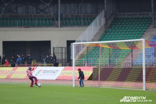 Эта молодёжка пока мала для игр в лигах, но матчи на Центрально стадионе уже проводит.