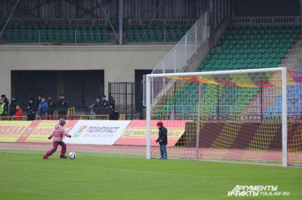Зрители стали свидетелями грандиозной атаки подрастающего футбольного поколения.