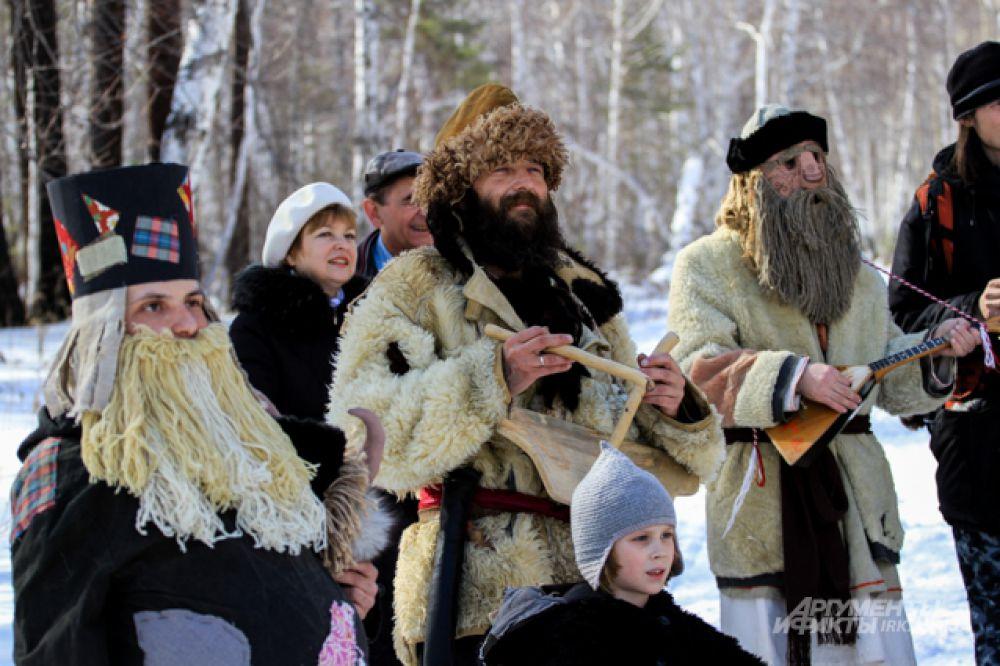 Какой же народный праздник без мушированных? Шубы овчиной наружу и бороды - главный атрибут.