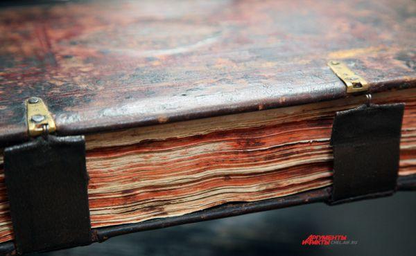 Застежки переплета рукописной книги «Обиходник крюковой». Последняя четверть XVIII в.