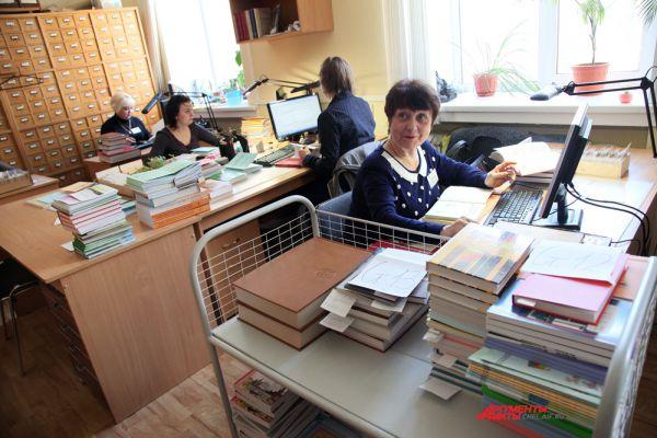 В отделе комплектования и каталогизации: Создаем электронный каталог.