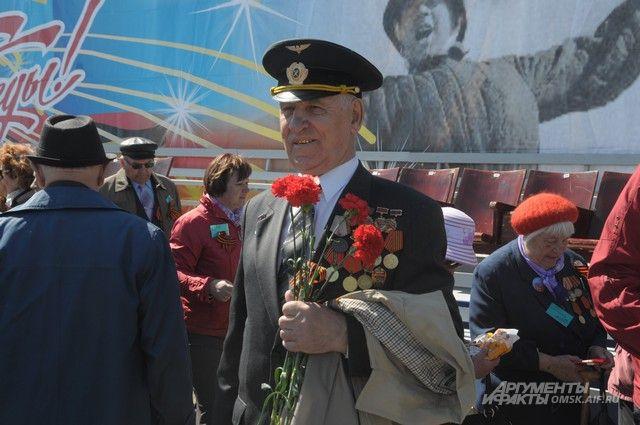 Жители Омской области поздравят ветеранов с победой.