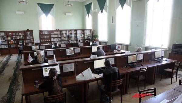 Зал электронных ресурсов всегда пользуется популярностью.
