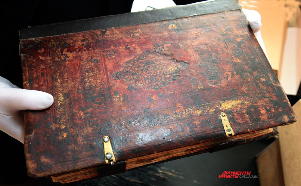 Переплет рукописной книги «Обиходник крюковой». Последняя четверть XVIII в.