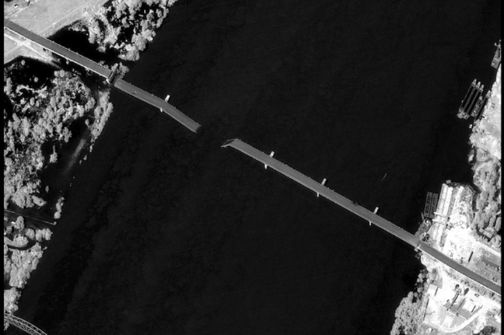 Множество хозяйственных объектов (50 мостов, 2 нефтеперерабатывающих комбината, 57 % всех нефтехранилищ, 14 крупных промышленных объектов, 9 крупных узлов электроэнергетики) были повреждены во время бомбардировок НАТО. 1991 атака была произведена на объекты промышленности и социальную инфраструктуру.