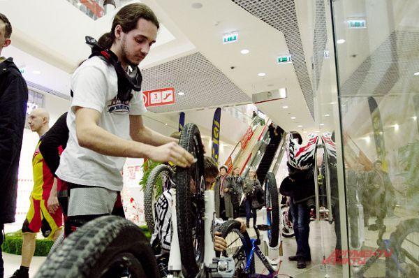 К гонке допускались только совершеннолетние лица, умеющие обращаться с горным велосипедом.