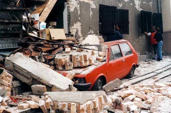 Число гражданских лиц, погибших за время проведения операции – 1700 человек, 400 из них – дети. 10 000 человек были серьезно ранены. Большинство из них – сербы.