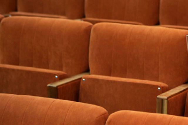 Создавать театр с нуля решились немногие.