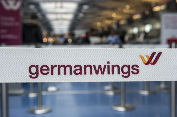 Представители Germanwings сообщили, что главный пилот разбившегося судна налетал на Airbus A320 более 6 тысяч часов.