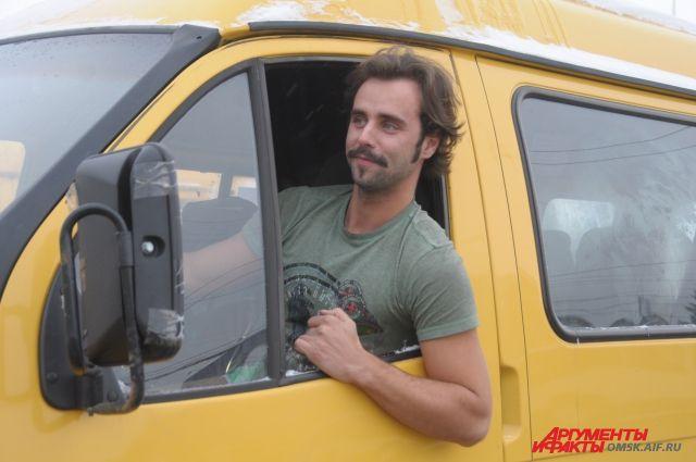 Артём Белозёров потратил деньги на ремонт своей машины.