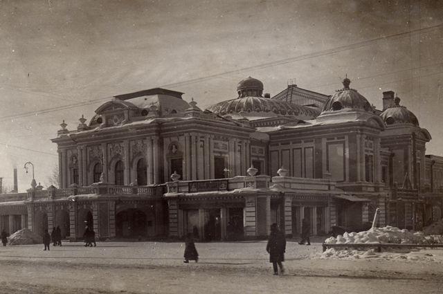 Вахтанговцы играли на сцене омской драмы до августа 1943 г.