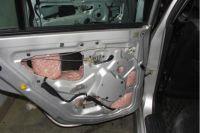 Мясо контрабандисты спрятали в обшивке машины.