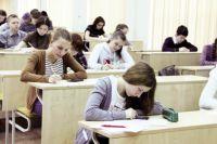Чтобы попасть в программу набора, выпускники должны выполнить задания конкурсной олимпиады и получить суммарный балл ЕГЭ не ниже 180.