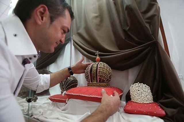 Крымский шоколатье Николай Попов за работой.