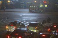 На перекрестке в момент избиения были десятки машин, но никто из водителей или пассажиров в конфликт не вмешался.