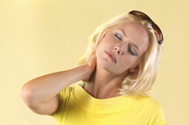 Болит живот и бока спины
