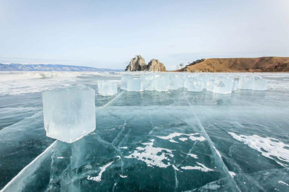 лед Байкала -самый чистый в мире.