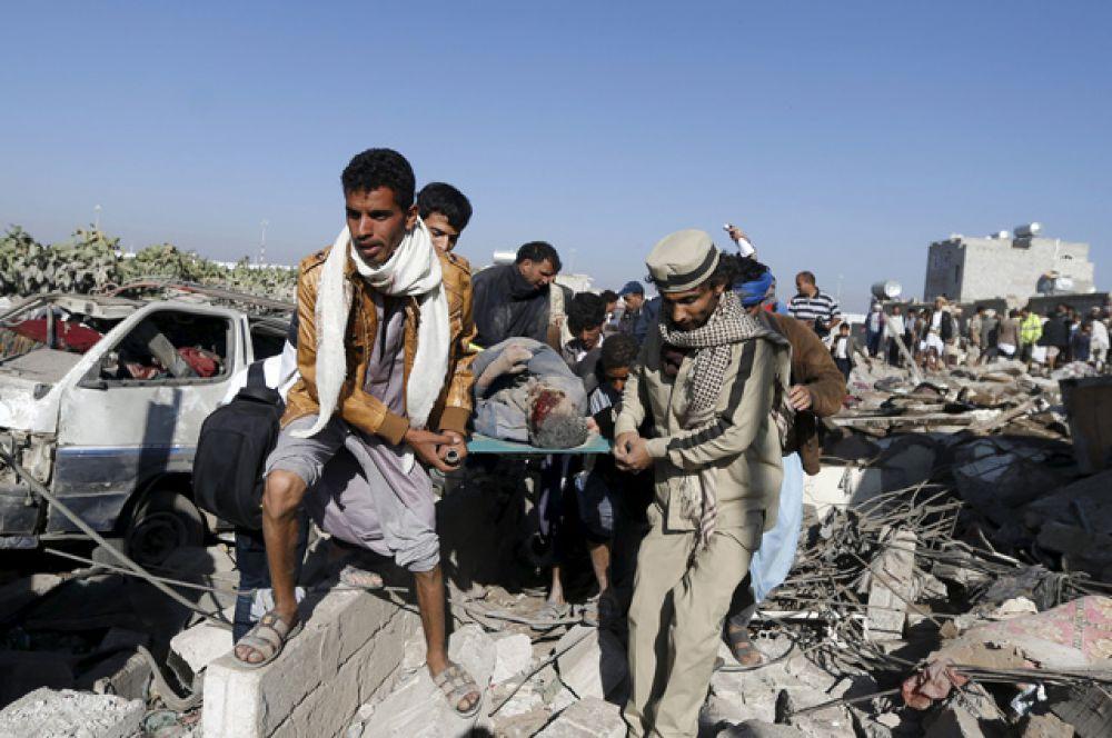 СМИ сообщают о жертвах среди мирного населения, в данный момент речь идёт о 22 убитых и 30 раненых.