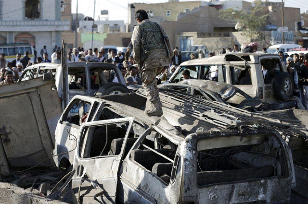 Ранее стало известно о том, что президент Йемена Абд Раббу Мансур Хади покинул свою резиденцию и, вероятно, бежал из страны.