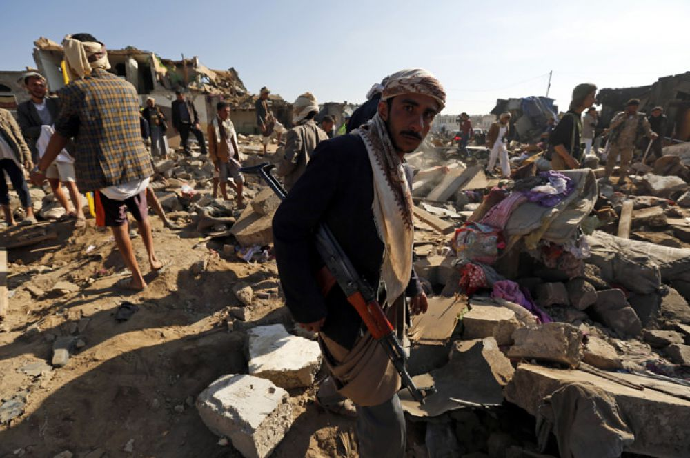 В феврале группировка хуситов объявила о захвате власти в Йемене и роспуске парламента. Участились столкновения правительственных войск с шиитскими повстанцами.