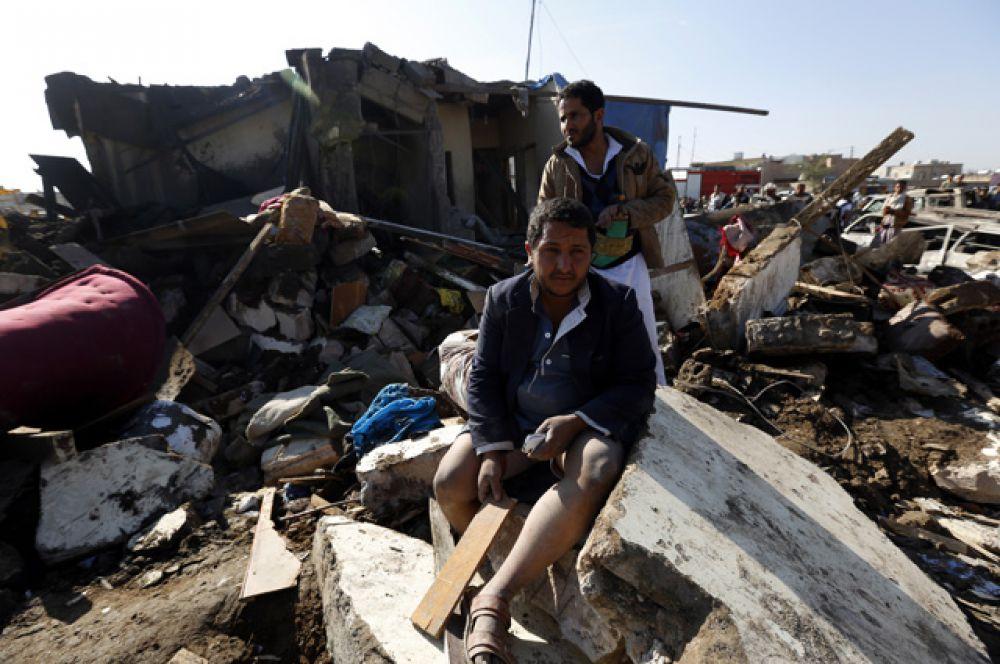 В Йемене в последнее время наблюдается масштабный политический кризис. На юге страны действует группировка «Аль-Каида на Аравийском полуострове», в центре страны идут столкновения между войсками, лояльными президенту Хади, бежавшему из столицы в Аден, и силами, поддерживающими шиитских мятежников из движения «Ансар Аллах» (хуситов).