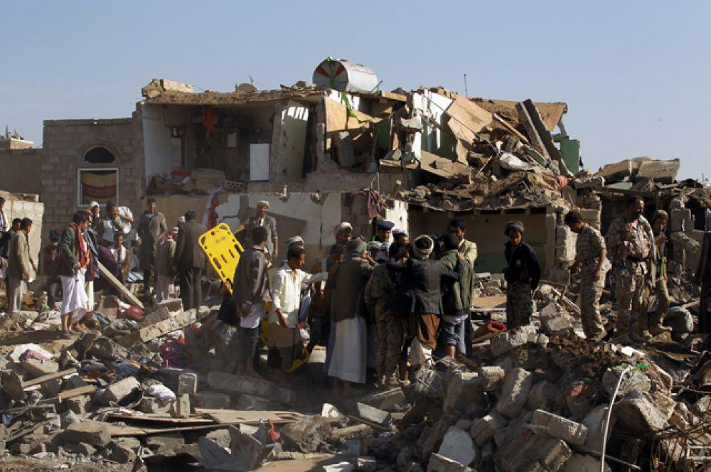 Операция была начата сразу после обращения президента Абд Раббу Мансура Хади к странам ОПЕК с просьбой защитить законную власть в Йемене от боевиков-хуситов.