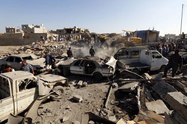 Несколько представителей командования повстанцев в столице Йемена погибли во время ударов ВВС Саудовской Аравии и ОАЭ в рамках международной военной операции.